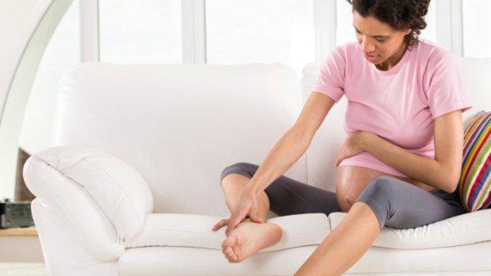 Visszeres a kismama: kell véralvadásgátlás terhesség idején?